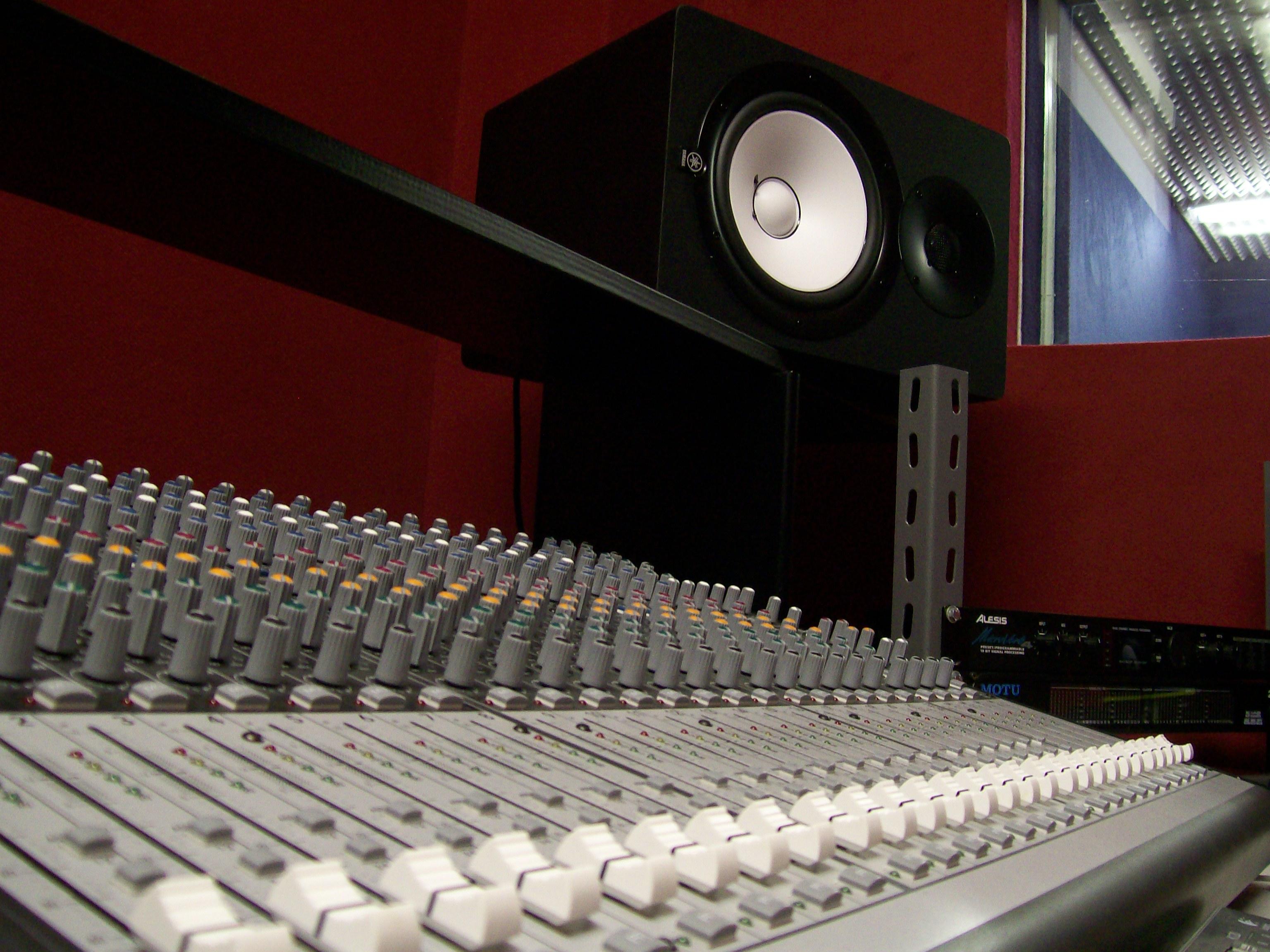 Studio di registrazione roma a partire da 25 euro i colossi della musica - Studio di registrazione casalingo ...