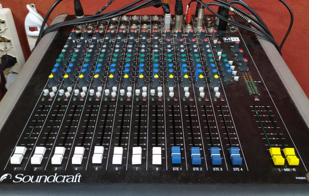 mixer soundcraft m8
